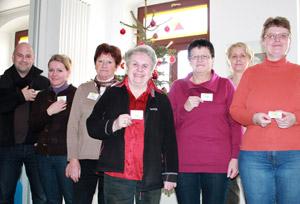 MitarbeiterInnen der Neuen Arbeit in Chemnitz mit dem Stadtteillogo vom Sonnenberg