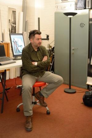Farkas vor seinem Laptop