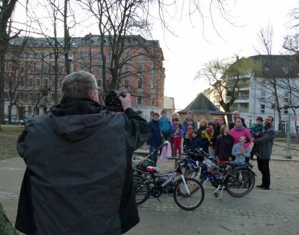 Gruppe mit Mopo-Fotograf Härtel