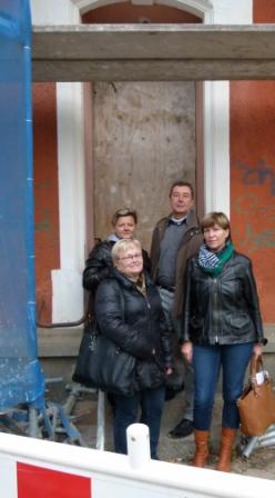 Diana und Horst Schreyer mit Renate Albrecht von der Eigentümer-Standortgemeinschaft, (links vorn) und Sybille Metzner